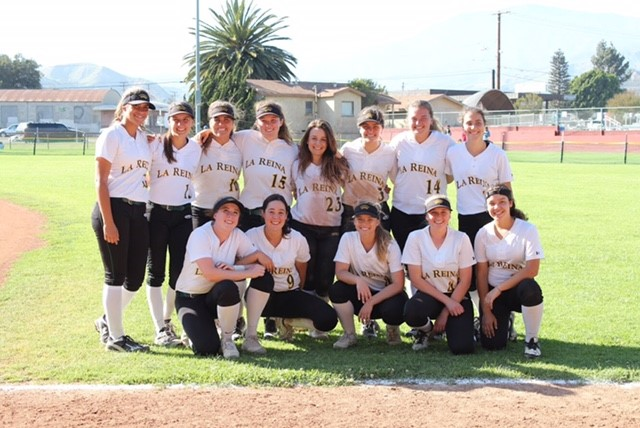 La Reina softball poses after winning the 2018 Tri-Valley league title